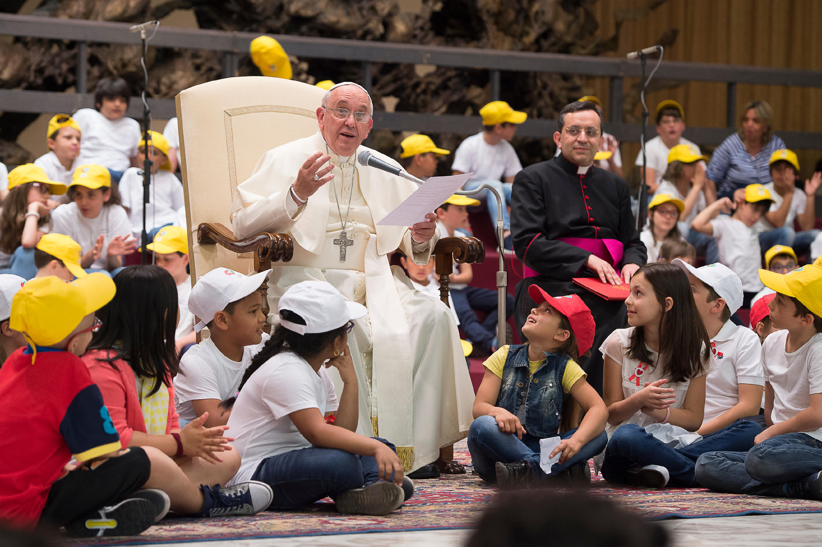 Le pape François avec des enfants
