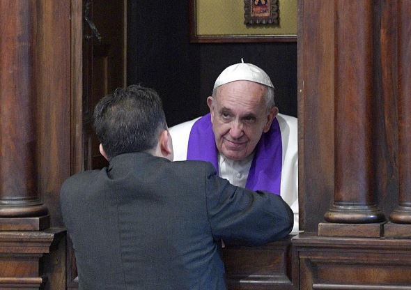 Le pape François confesse © L'Osservatore Romano