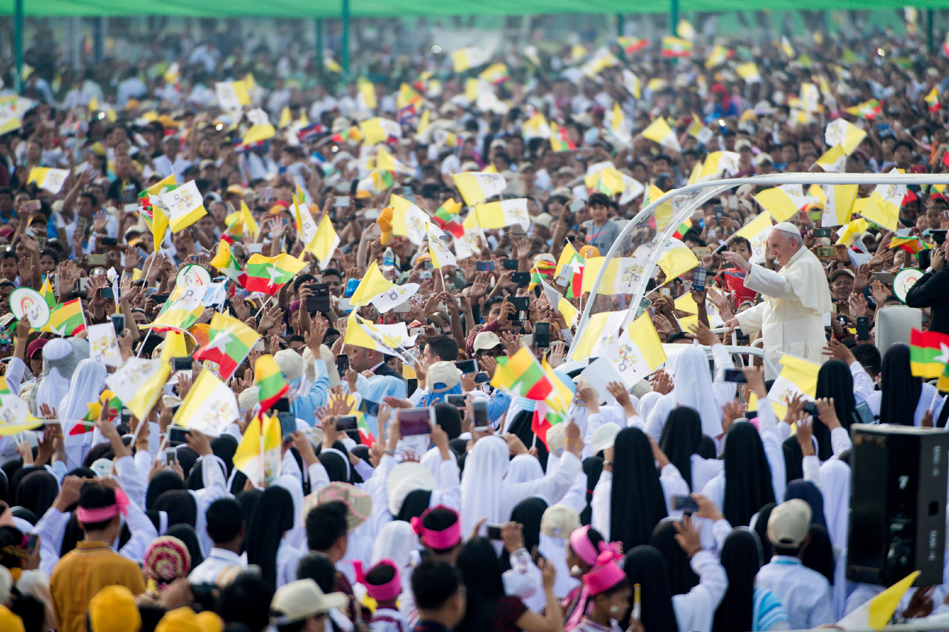 Messe au au Kyaikkasan Ground de Yangon, Myanmar © L'Osservatore Romano