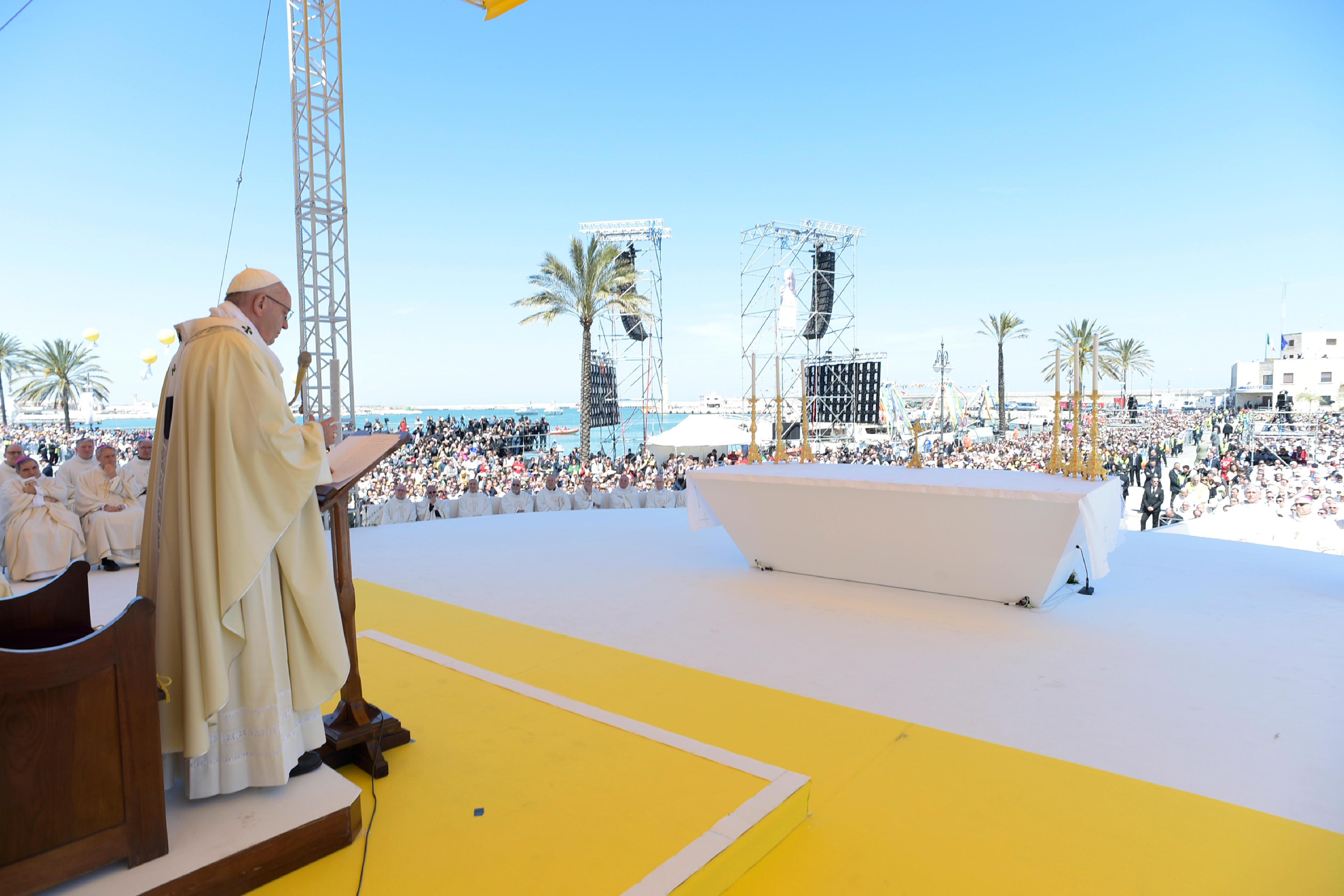 Molfetta, sur les pas de Don Tonino © Vatican Media