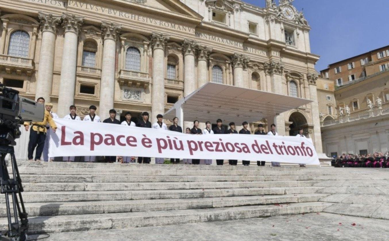 """Bulletin quotidien """"Le Monde vu de Rome"""" avec notre Pape François!! Audience-g%C3%A9n%C3%A9rale-du-30-mai-2018-athl%C3%A8tes-cor%C3%A9ens-%C2%A9-Vatican-Media"""