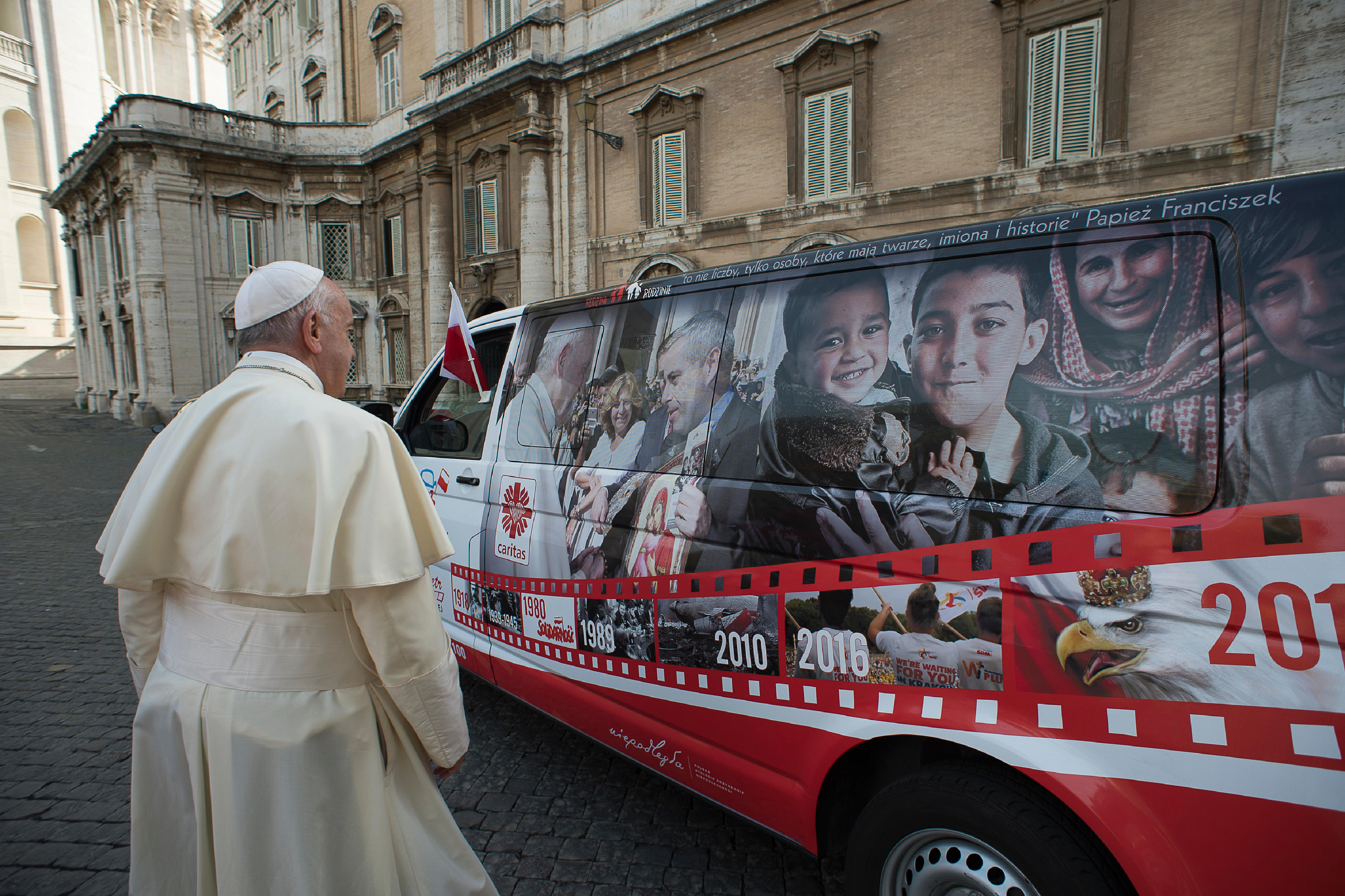 Bus de Caritas Pologne pour la Syrie © Vatican Media