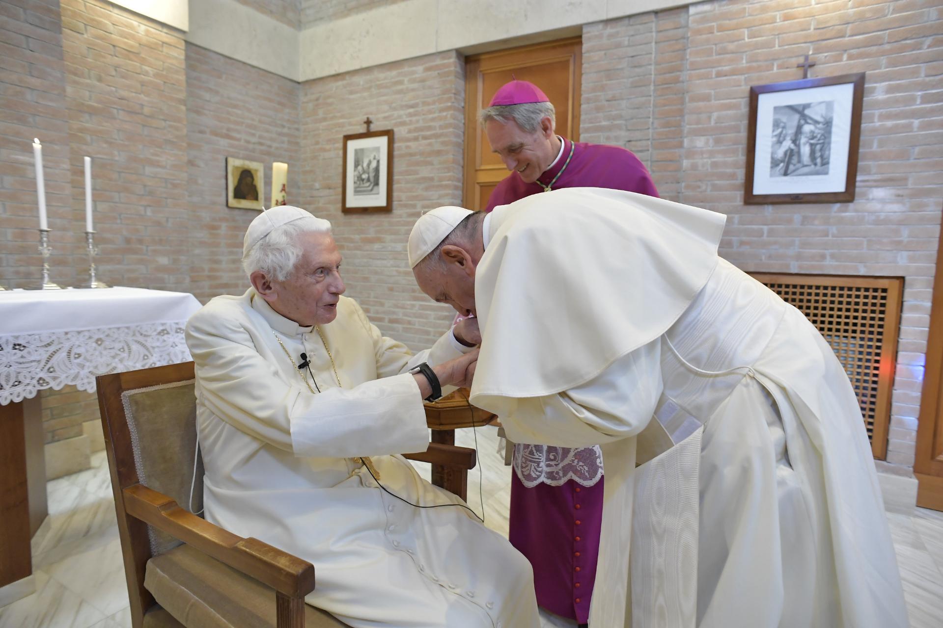 Visite au pape émérite Benoît XVI 28/6/2018 © Vatican Media