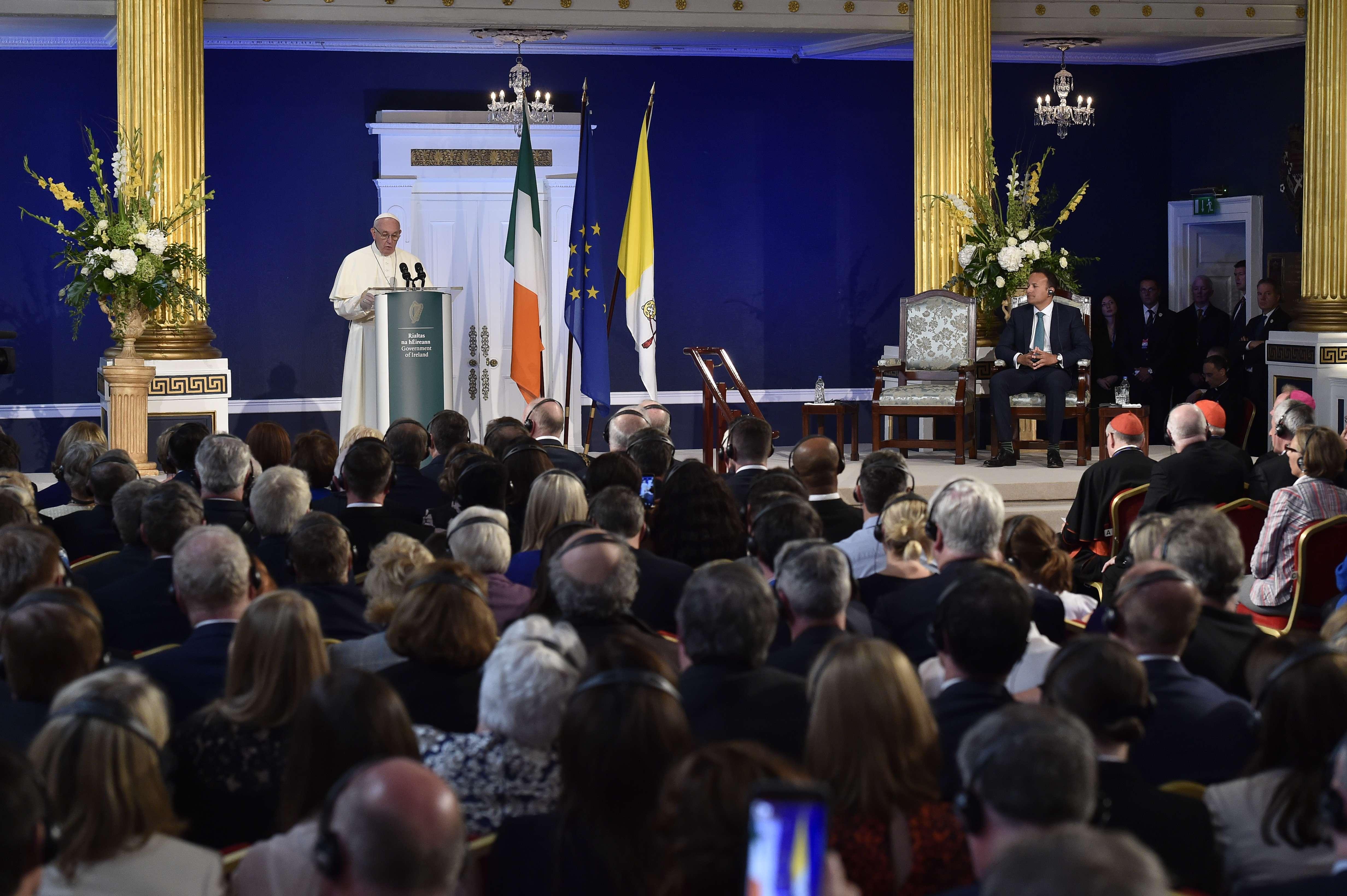 Irlande : devant les autorités, le pape appelle à ne pas oublier « le message chrétien »  0005984