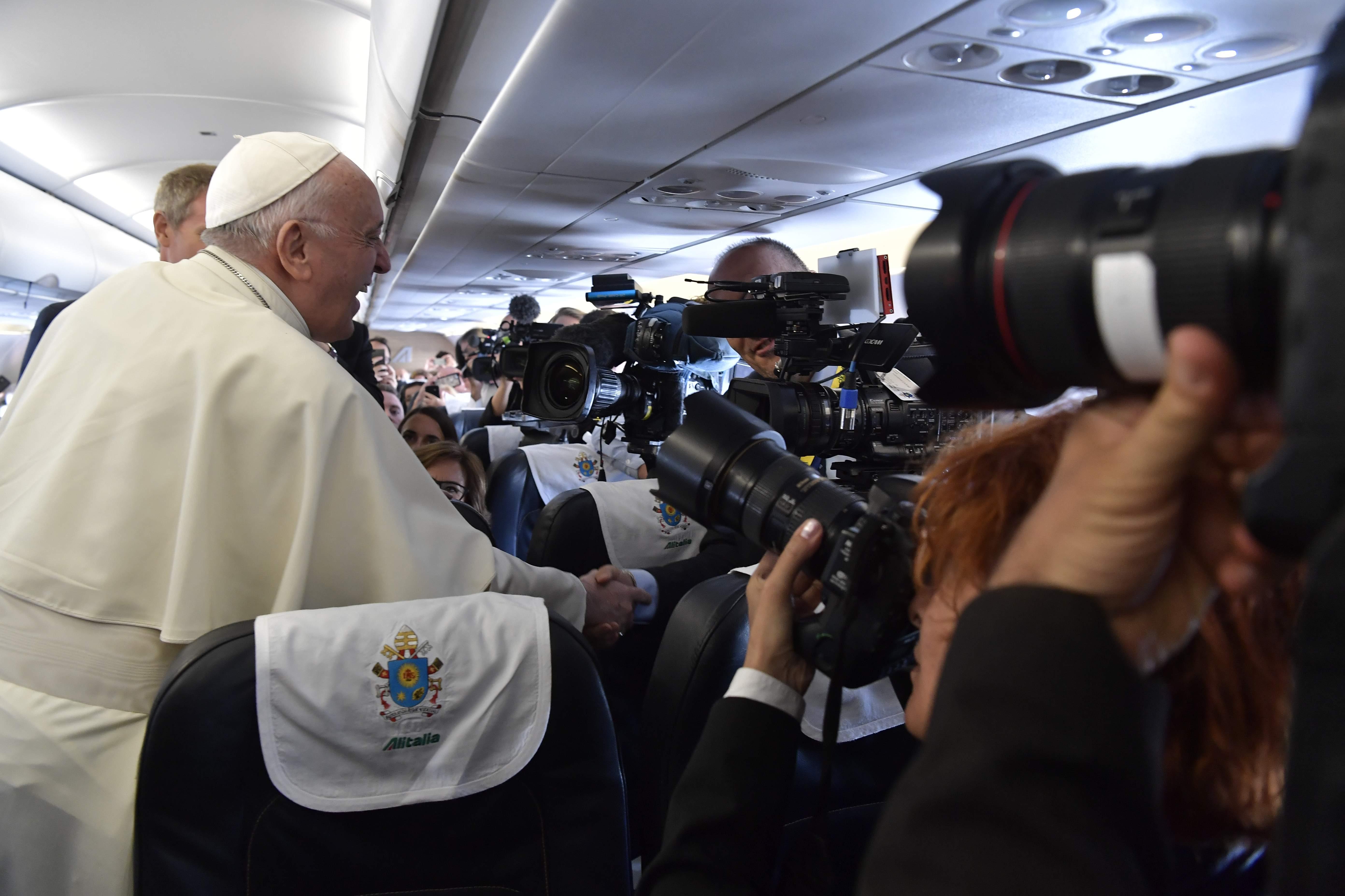 Dans l'avion pour Dublin © Vatican Media
