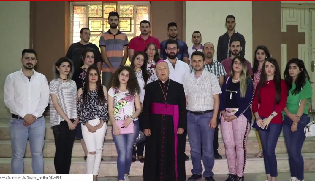 Jeunes Irakiens remerciant le pape, capture vidéo Youtube