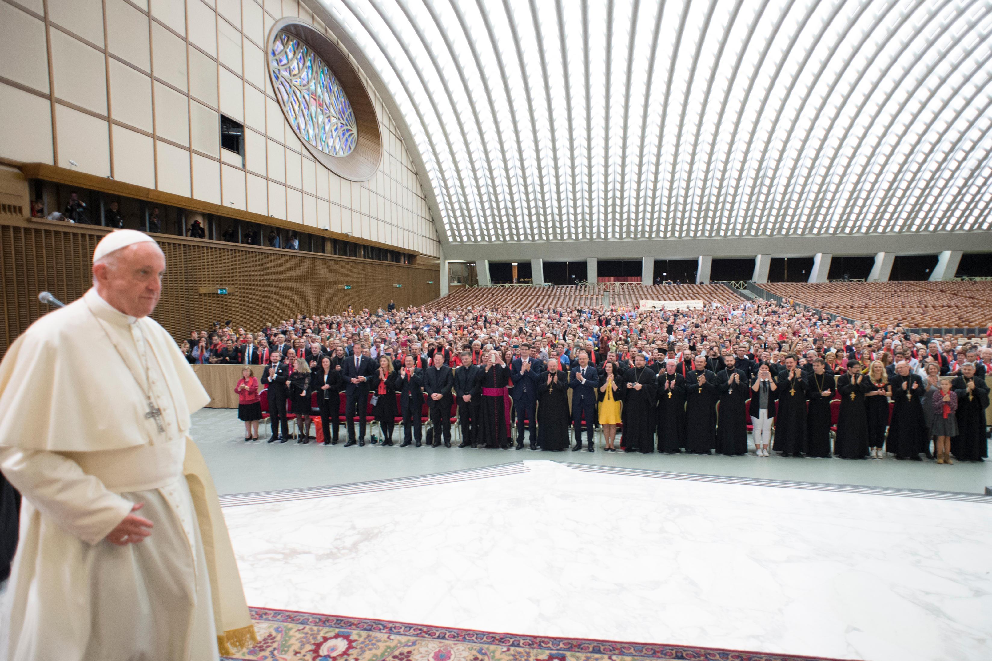 Le rôle des familles des prêtres, quand la famille est attaquée OR20181006112602_00425