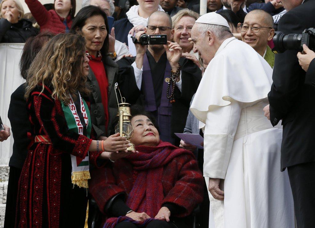 Mme Setsuko Thurlow, survivante de la bombe atomique et la Flamme d'Hiroshima © Vatican Media