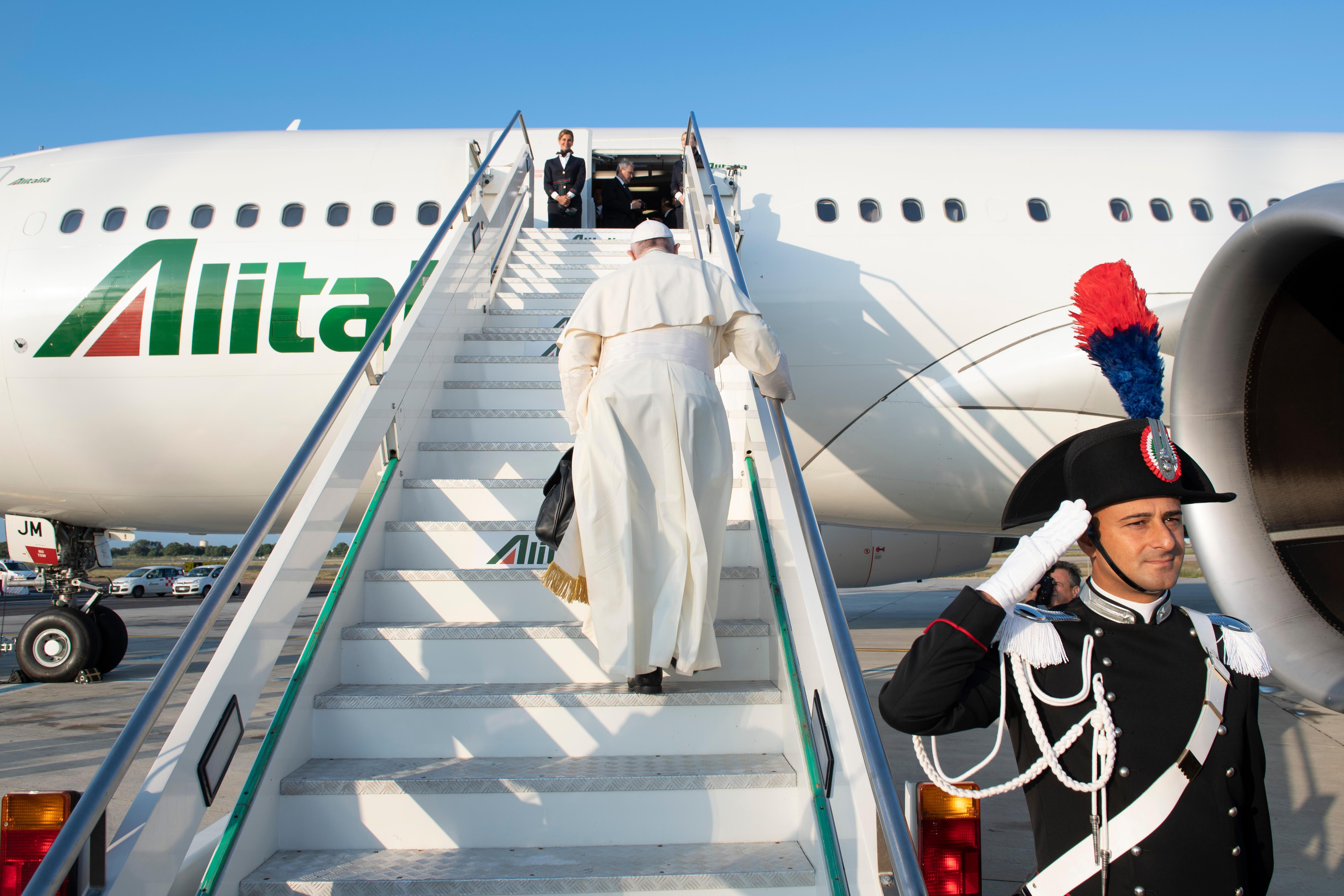 Embarquement à bord du vol Rome-Maputo © Vatican Media