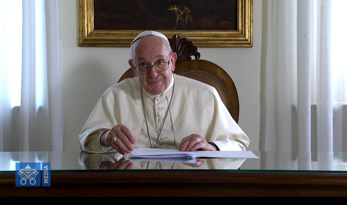 Plus de 3700  discours, sermons ou homélies du Pape François - portail Message-aux-servants-dautel-fran%C3%A7ais