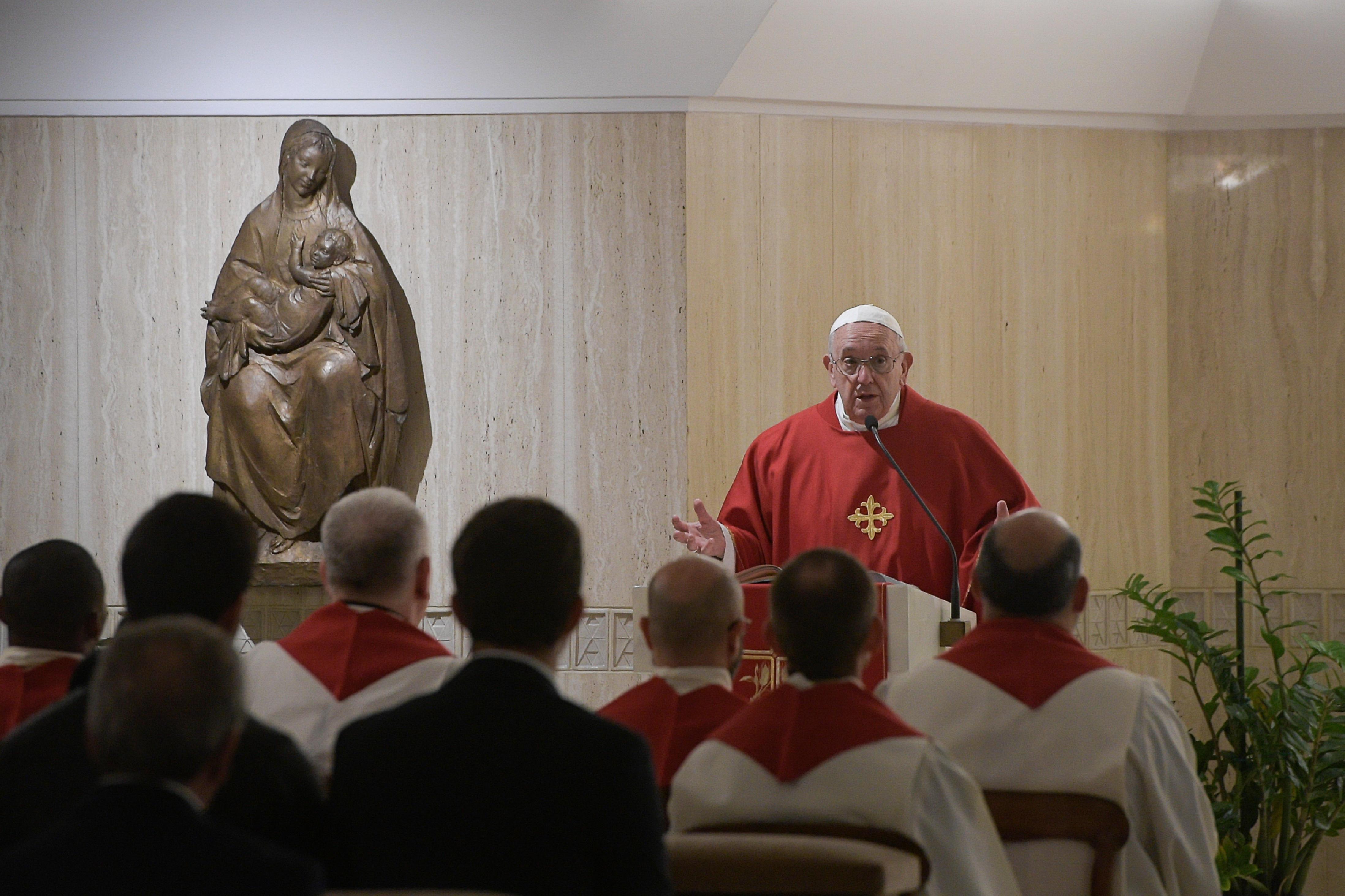 Plus de 3700  discours, sermons ou homélies du Pape François - portail Or121119_45