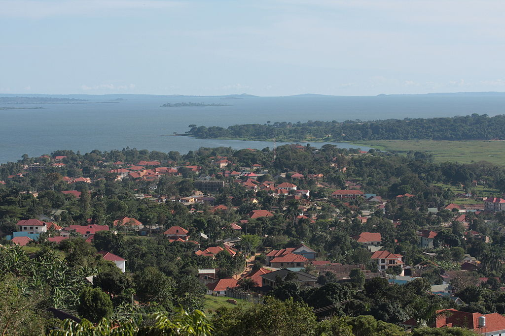 Munyonyo is situated on the northern shores of Lake Victoria and is part of the metropolitan area of the city of Kampala