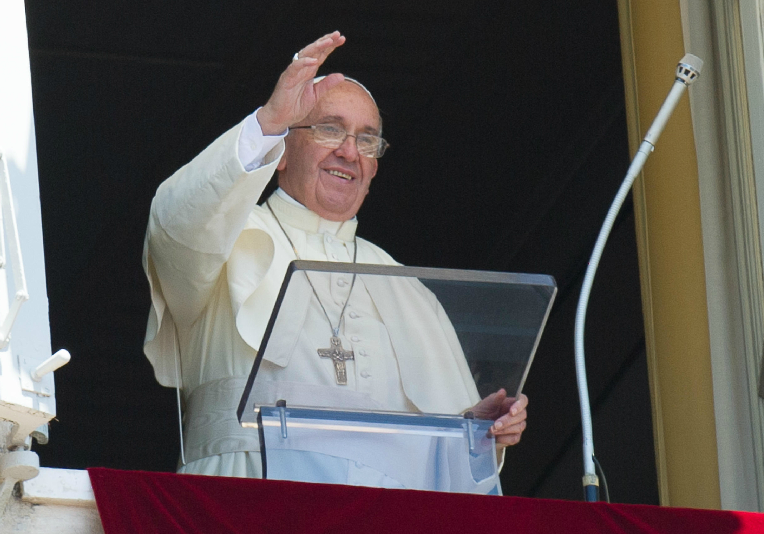 Pope Francis greets faithful during the Angelus of Monday 29th of June 2015