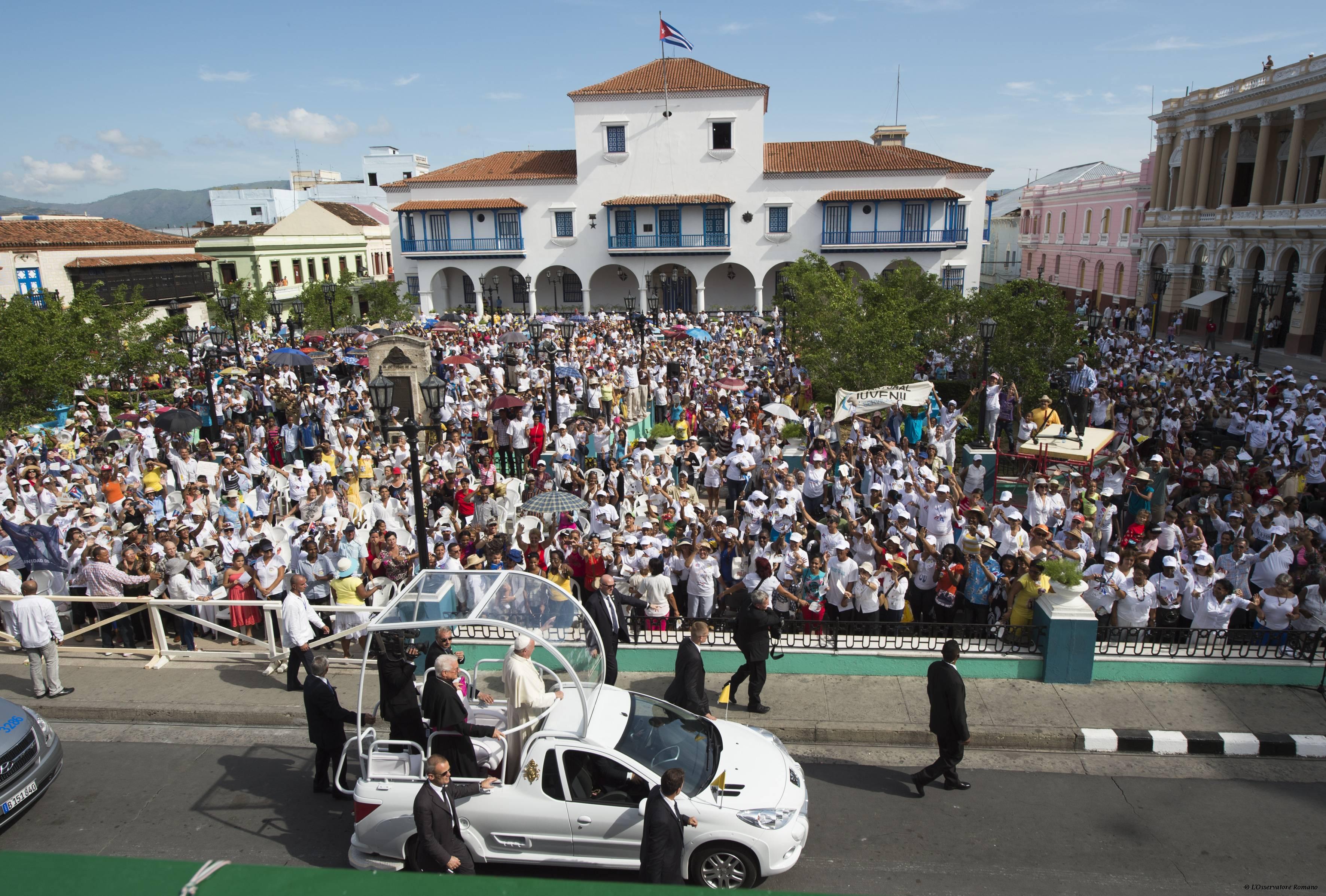Rencontre avec les familles à Santiago de Cuba © L'Osservatore Romano