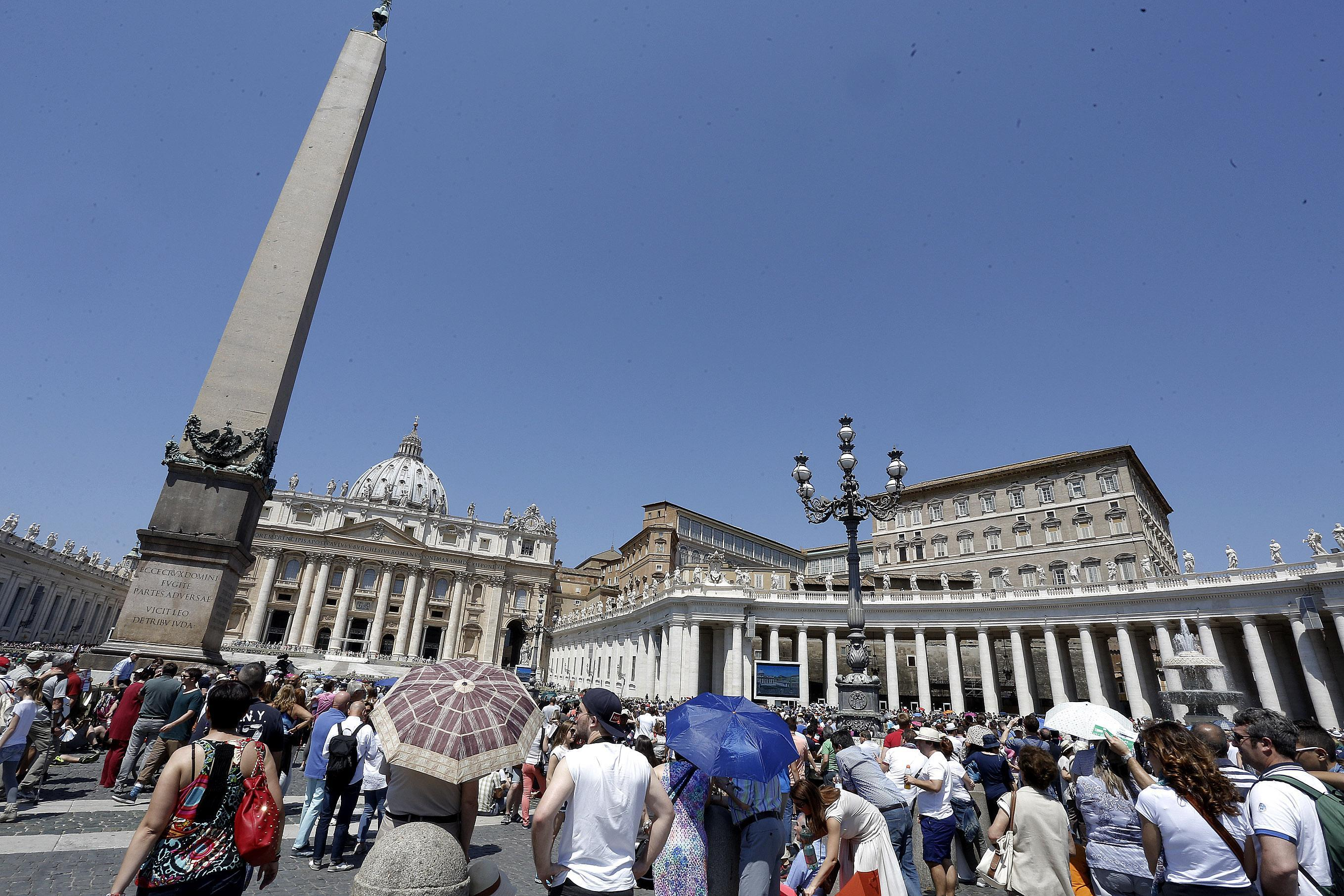 Faithful during today's Angelus in St. Peter square on Sunday