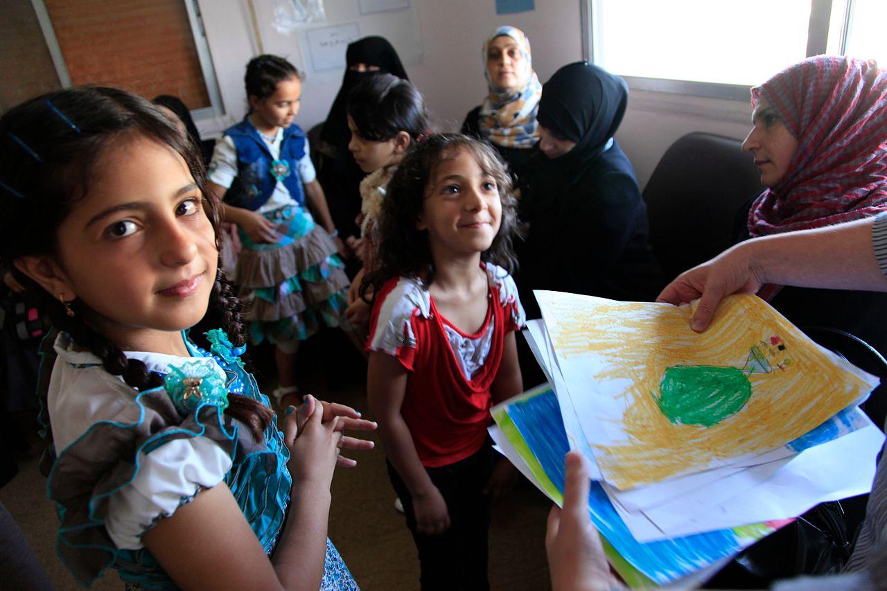 Ecole pour les enfants réfugiés en Jordanie © Wikimedia Commons DFID - UK Department for International Development
