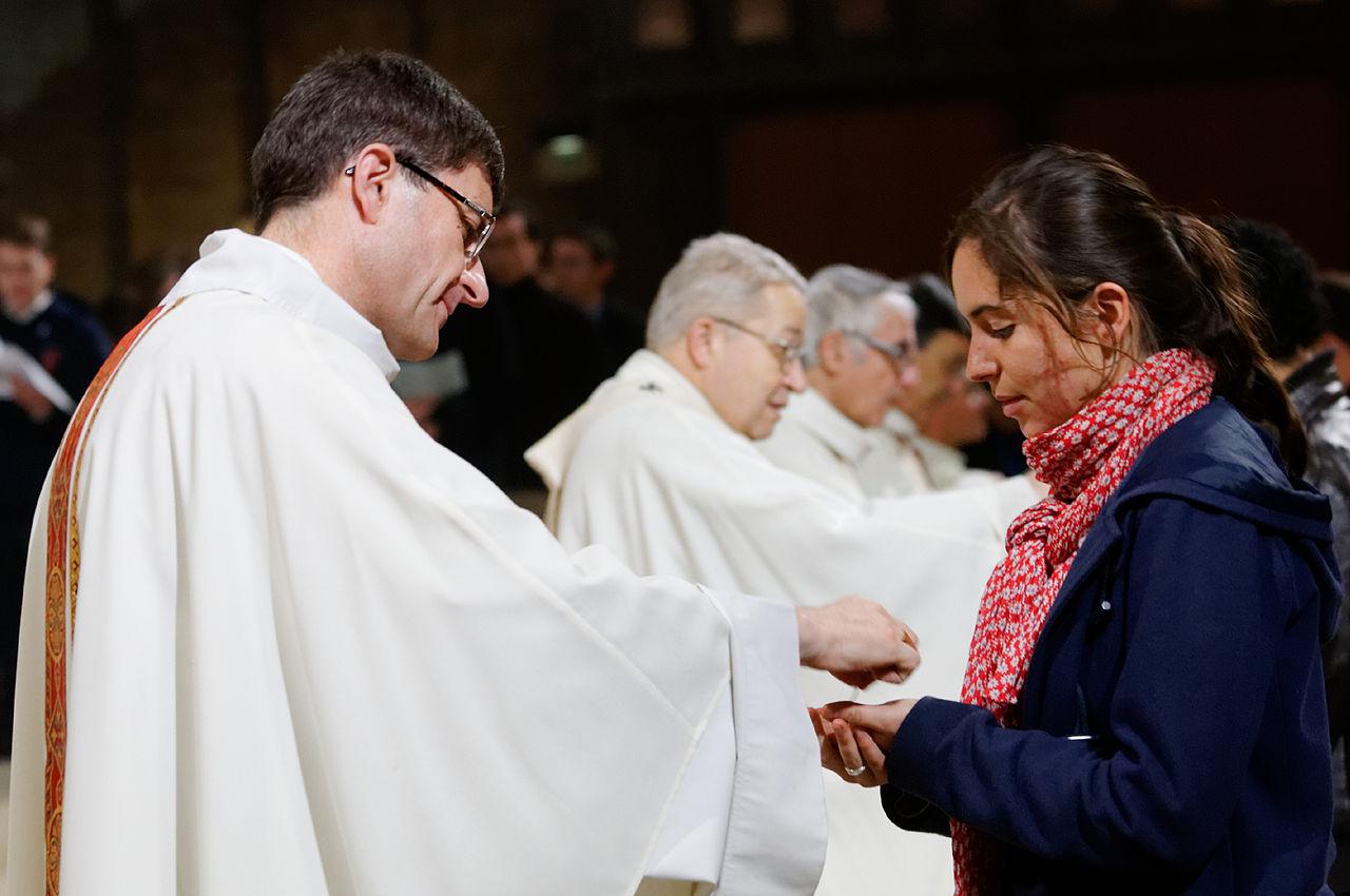 Holy Communion. Île-de-France students' mass in Cathedral Notre Dame de Paris celebrated by Mgr André Vingt-Trois