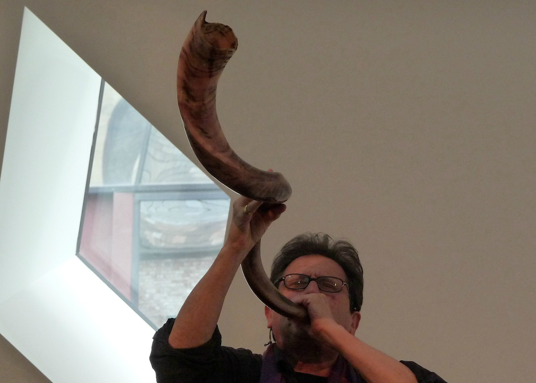 Alvin Curran playing a shofar at the Contemporary Jewish Museum