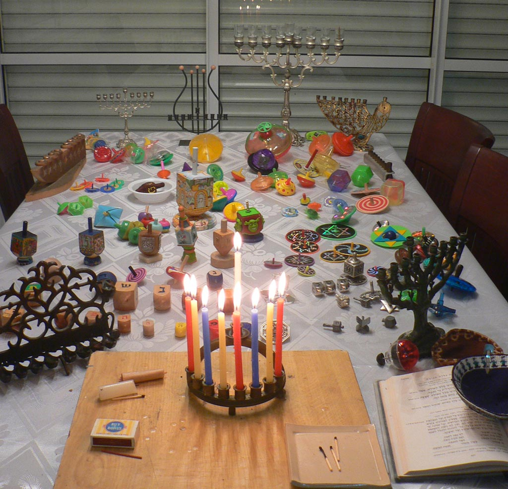 Hanouka jewish feast table