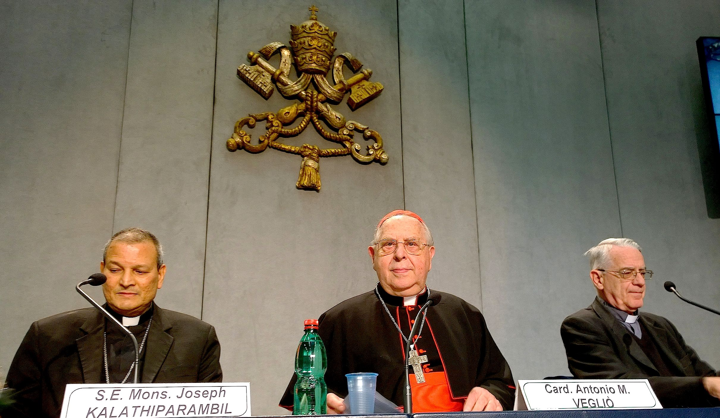 Cardinal Vegliò during the presentation of the Francis message for the migrants day.  Holy See press room 1 october 2015