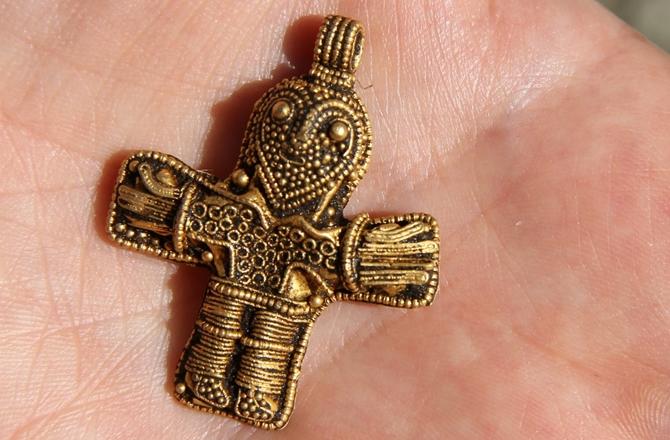 Crucifix Viking en or, photo: Viking Museum Ladby