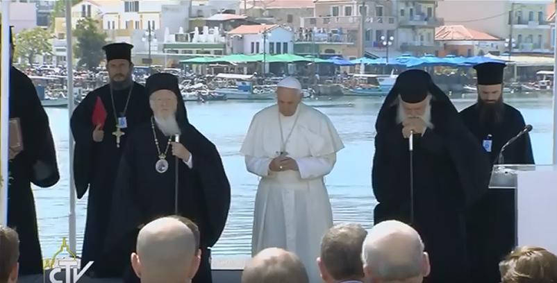 De gauche à droite, le patriarche Bartholomaios, le pape François, l'archevêque Hiéronyme © Capture Zenit / CTV