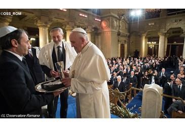 Le pape François à la Grande synagogue de Rome, 17 janvier 2016 - L'OSSERVATORE ROMANO