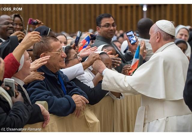 Rencontre du pape et de religieux, L'Osservatore Romano