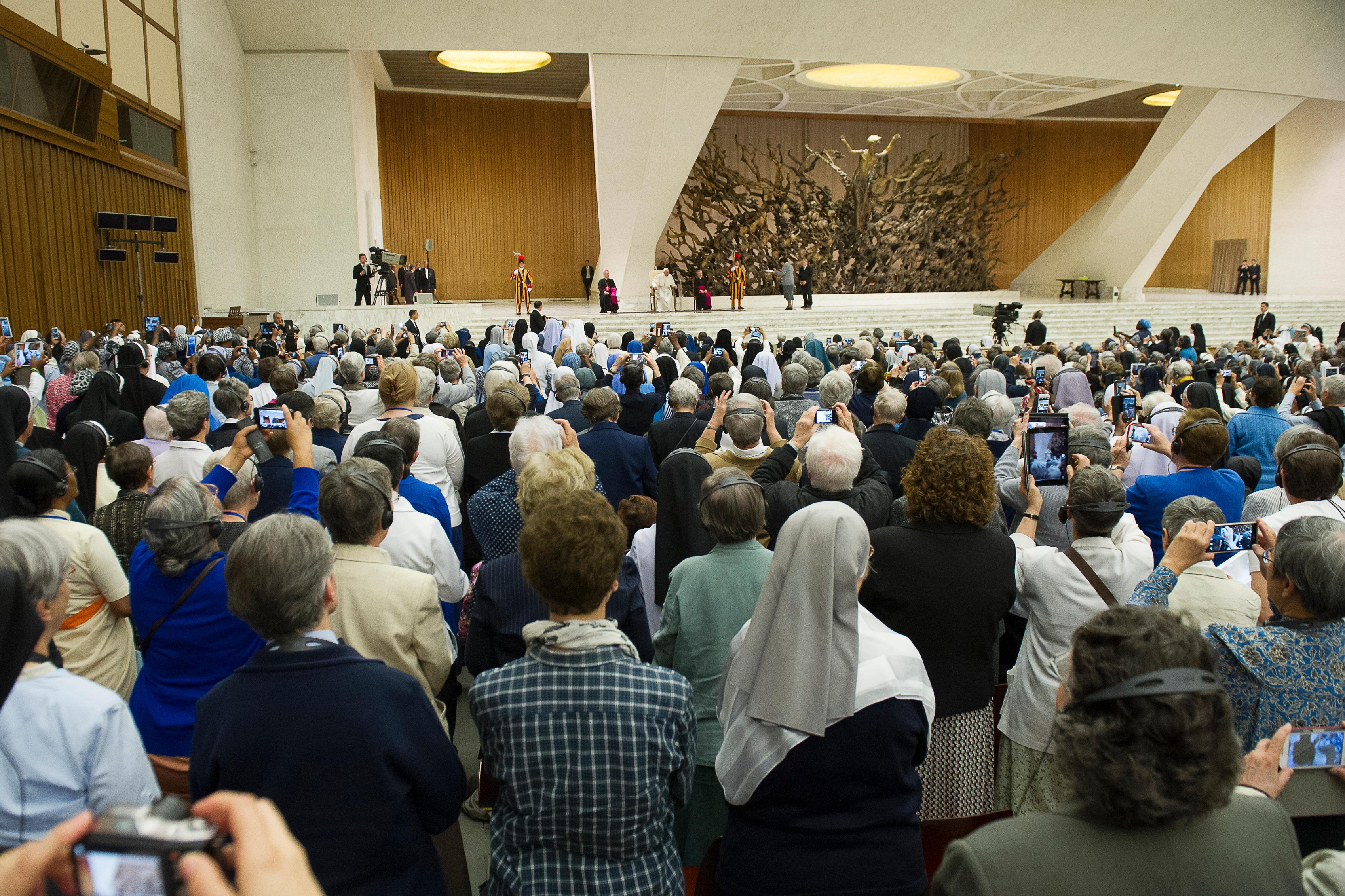UISG 12 mai 2016, L'Osservatore Romano