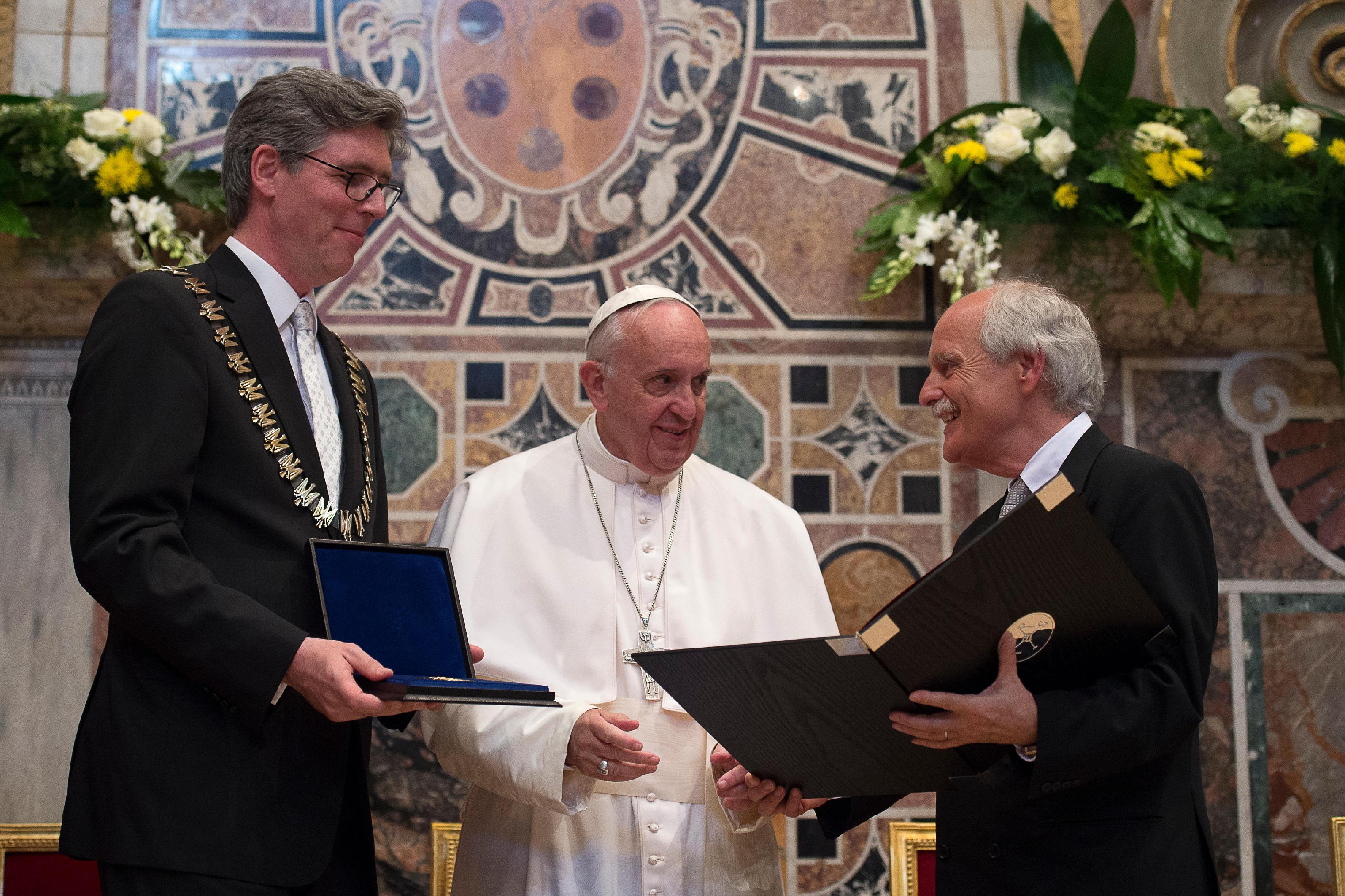 Le pape François reçoit le Prix Charlemagne, L'Osservatore Romano
