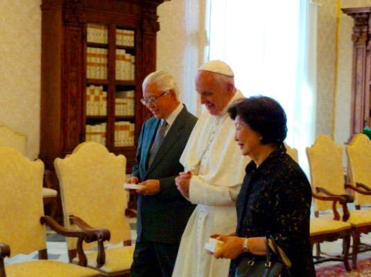 Le président Tony Tan et son épouse reçus par le pape François, 28 mai 2016, L'Osservatore Romano