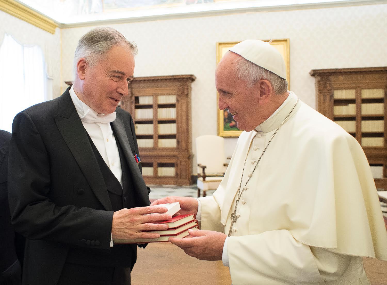 L'ambassadeur de France près le Saint-Siège Philippe Zeller a remis ses lettres de créance au pape François (c) L'Osservatore Romano