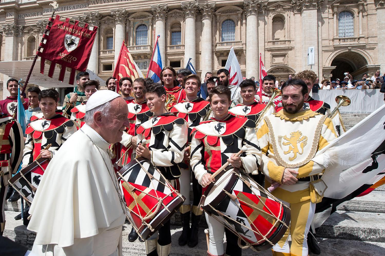 Audience du 22 juin 2016, groupe de la Giostra d'Arezzo (c) L'Osservatore Romano