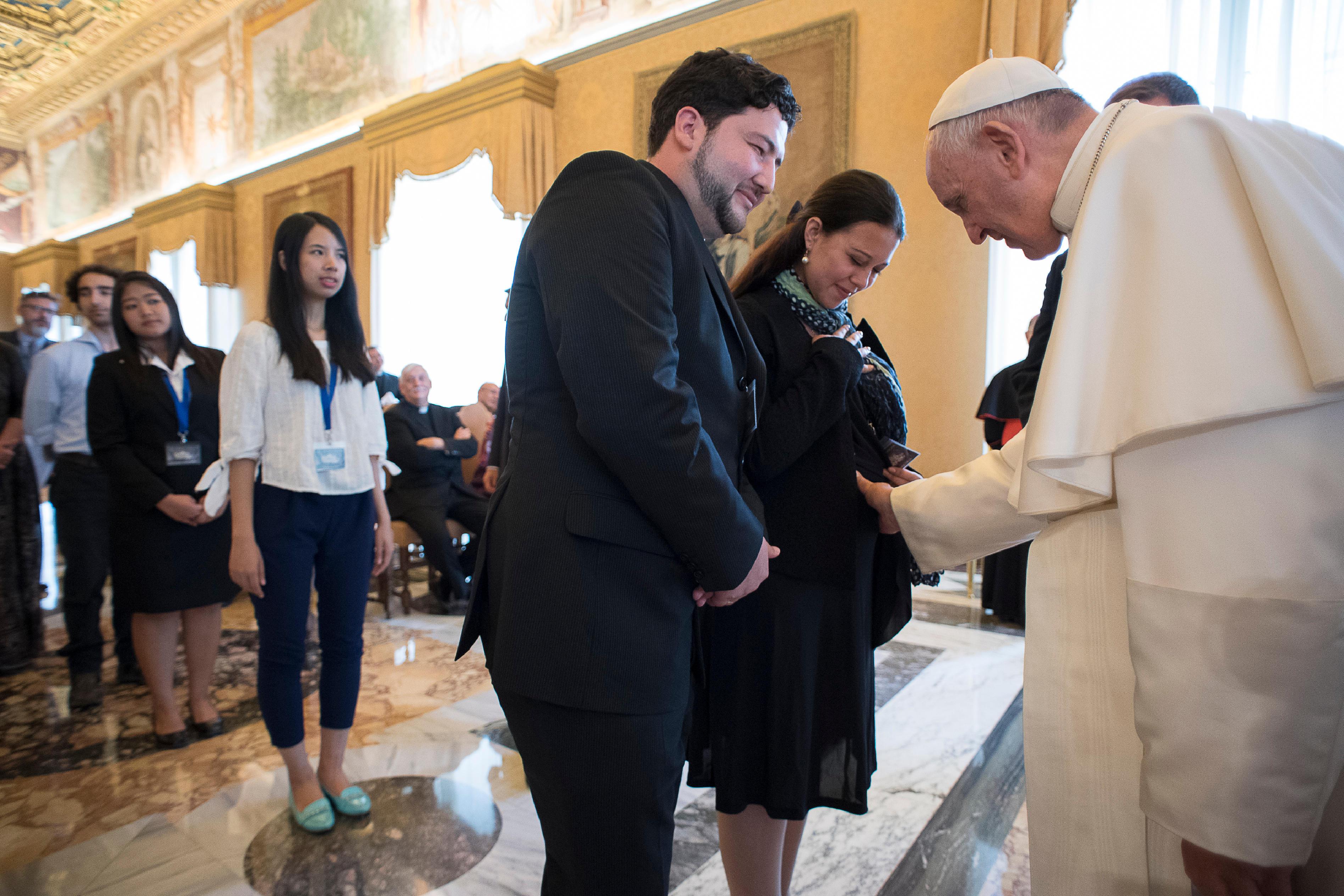 Maman enceinte, Specola vaticana, 11 juin 2016 L'Osservatore Romano