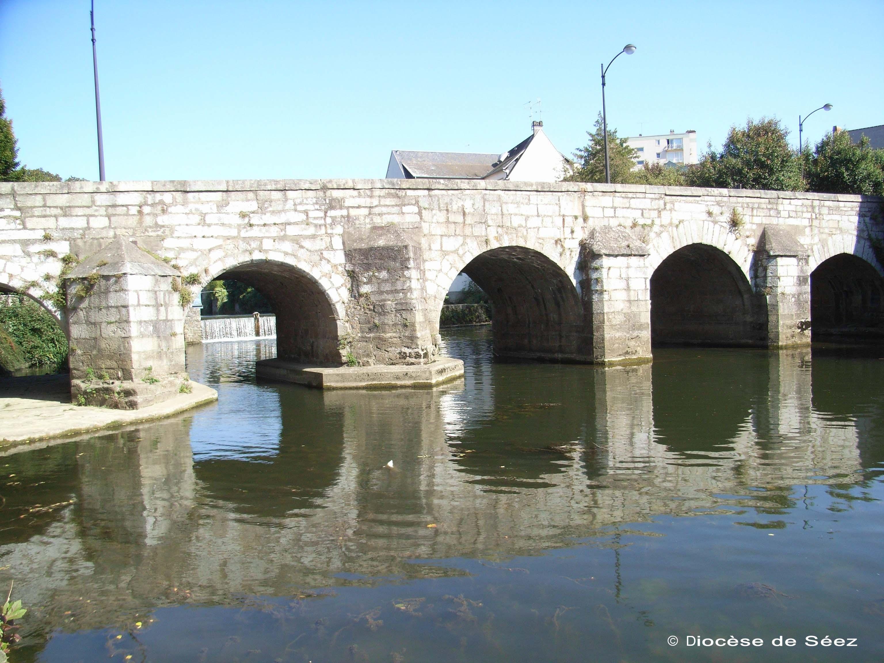 Alençon (France), pont de la rencontre de Zélie et Louis Martin, courtoisie du diocèse de Séez