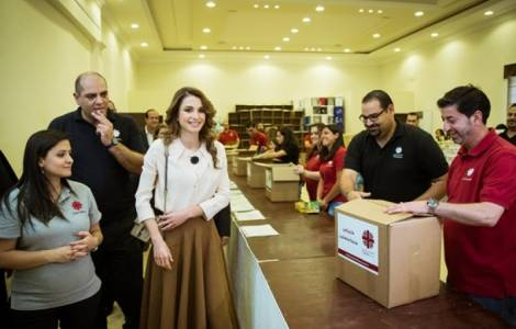 La reine Rania de Jordanie visite la Caritas de Amman, queenrania.jo