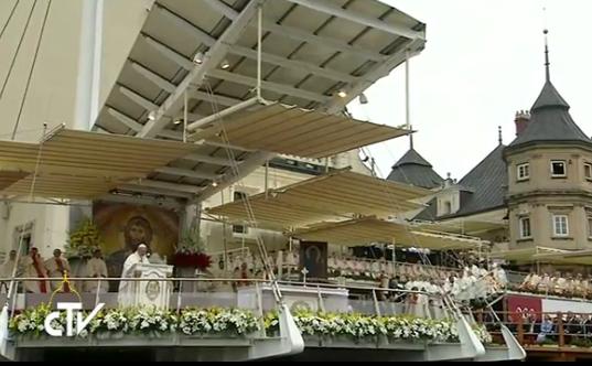 Messe à Czestochowa pour le 1050e anniversaire du baptême de la Pologne © CTV