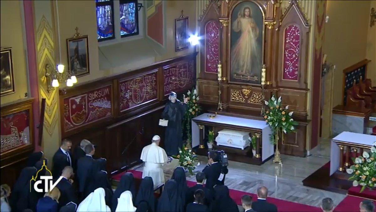 Prière sur la tombe de sainte Faustine, 30 juillet 2016, capture CTV