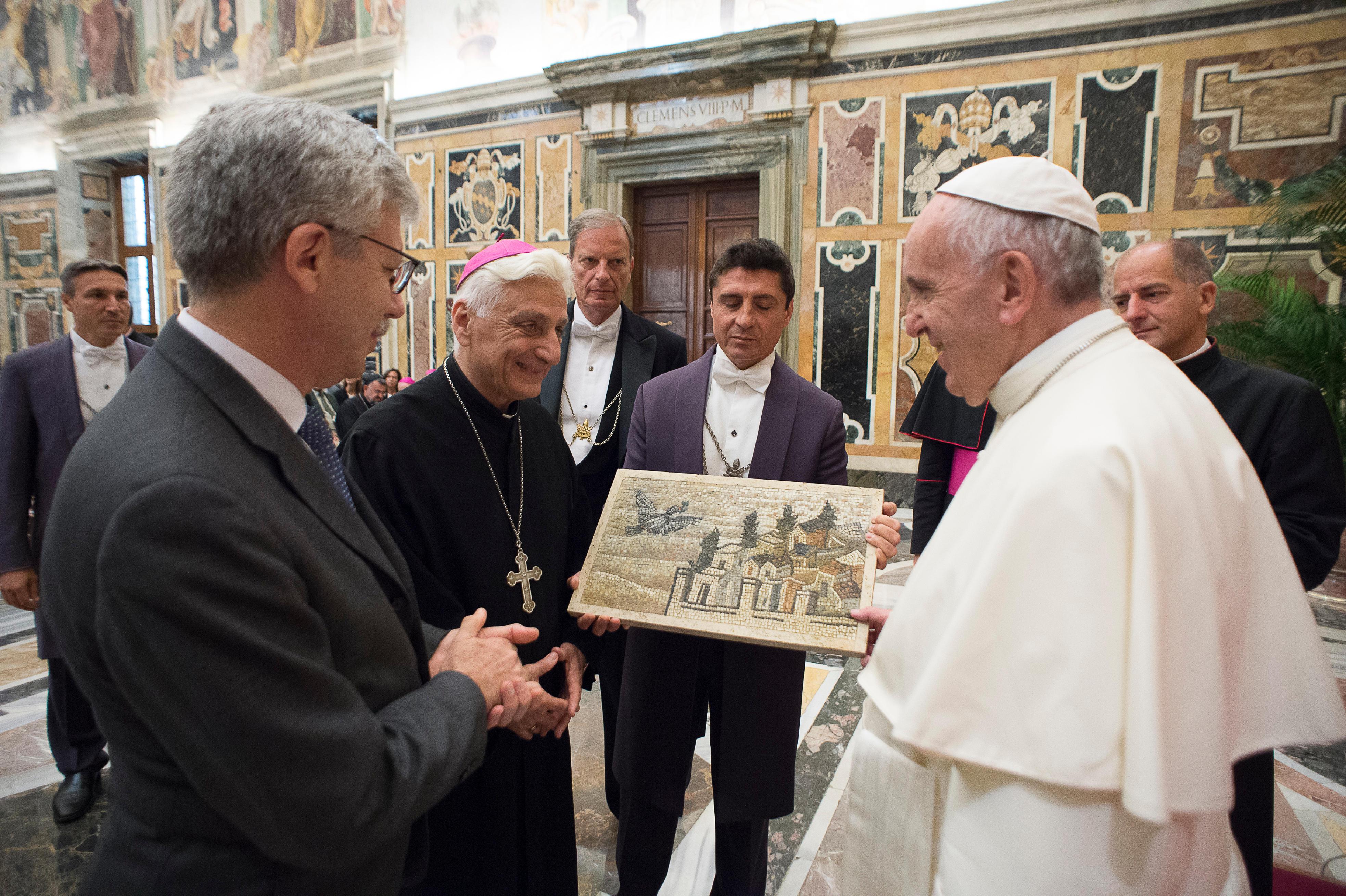 Mgr Audo SJ, audience organismes caritatifs en Syrie et Irak © L'Osservatore Romano