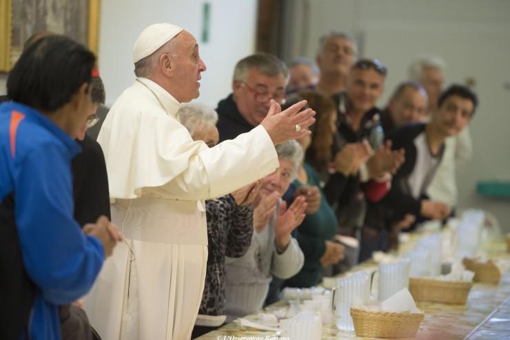 Déjeuner du pape François avec ses 1 500 invités en l'honneur de sainte Teresa de Calcutta © L'Osservatore Romano