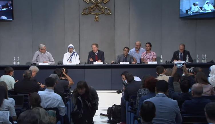 Présentation de la canonisation de Mère Teresa
