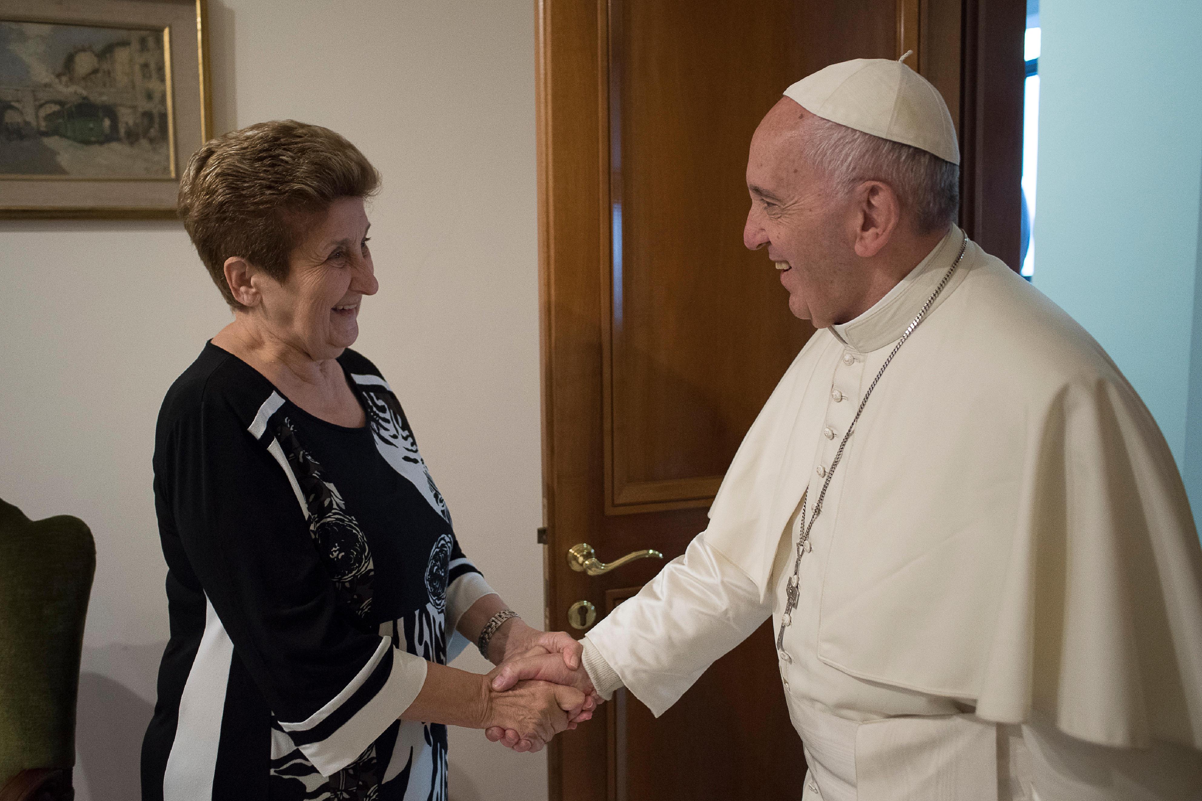 Le Dr Enoc reçue par le pape François © L'Osservatore Romano
