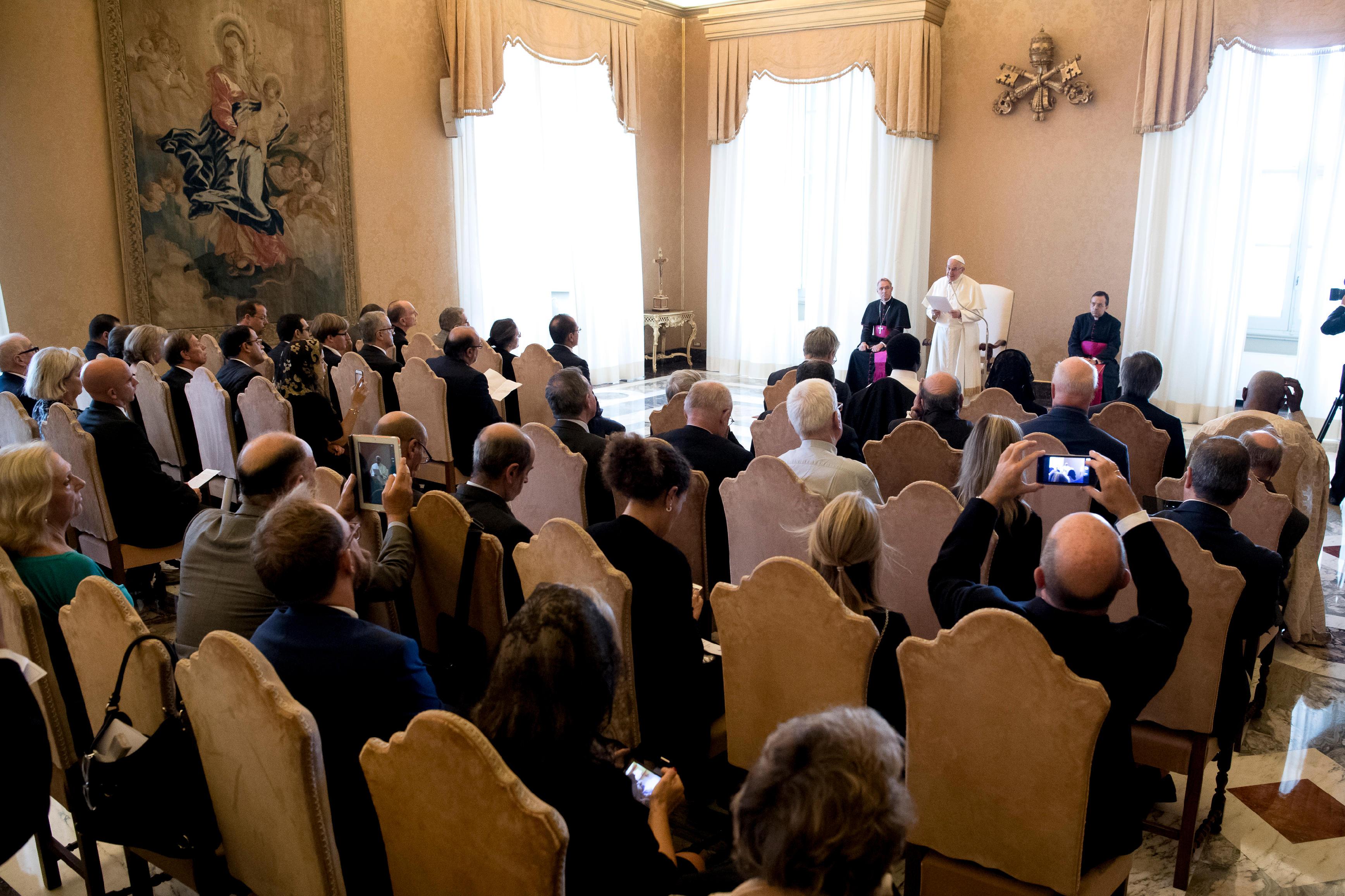 Audience aux anciens élèves des jésuites © L'Osservatore Romano