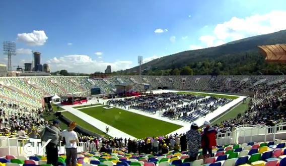 Messe au stade Meskhi de Tbilissi, Géorgie, capture CTV