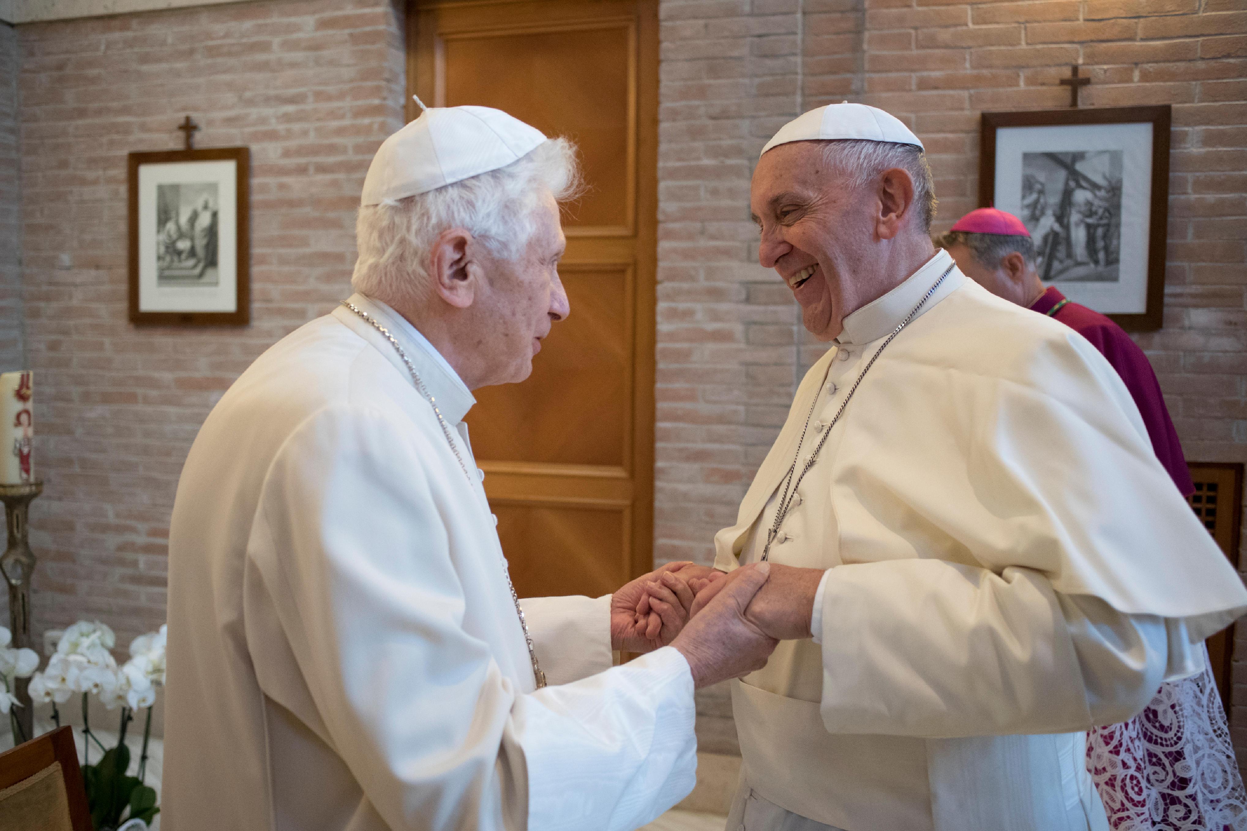 Pape François et Benoît XVI © L'Osservatore Romano