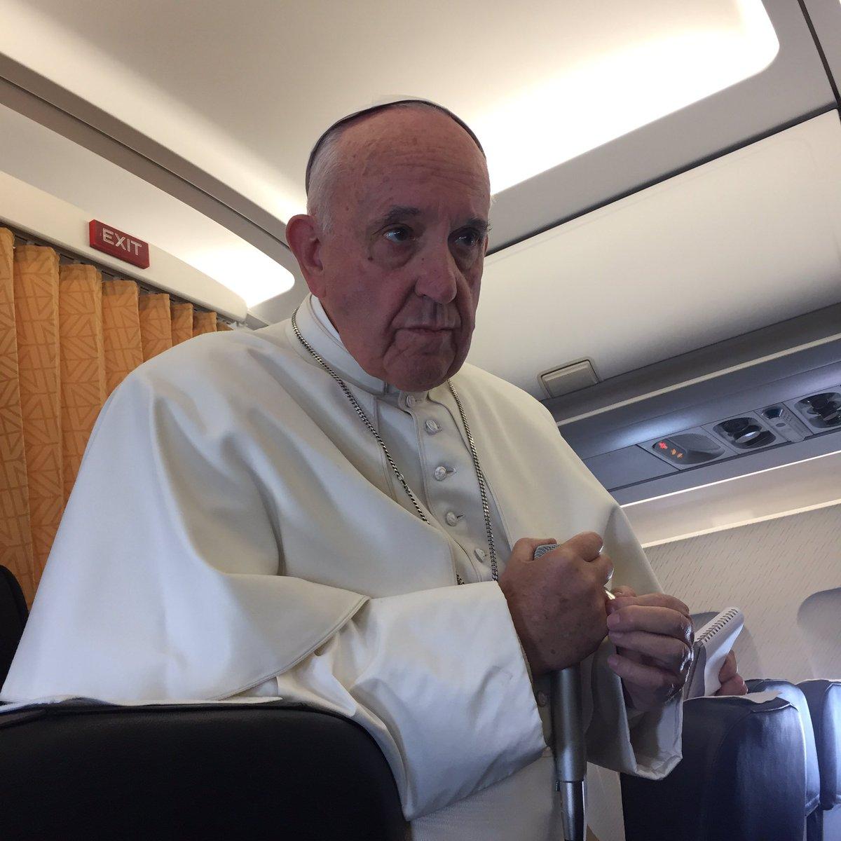 Conférence dans l'avion Malmö-Rome 2016 © L'Osservatore Romano