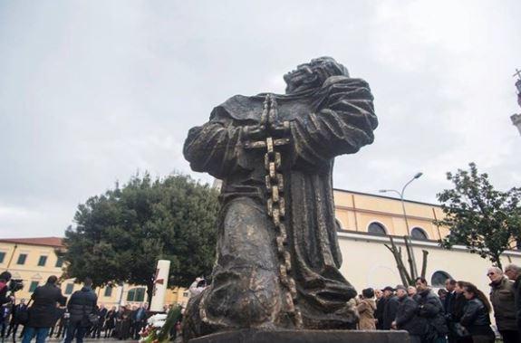 Statue en l'honneur des martyrs à Shkodër © Radio Vatican