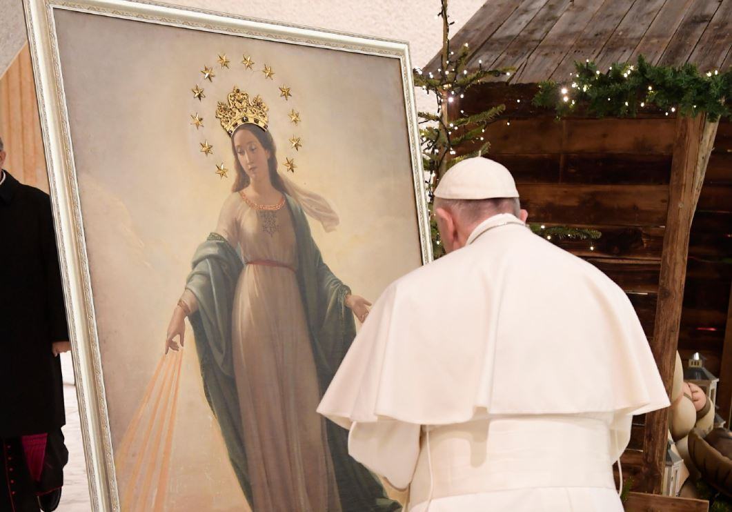 """La """"Vierge du miracle"""", audience du 28 déc. 2016 © L'Osservatore Romano"""