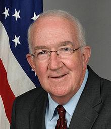 L'ambassadeur des Etats-Unis près le Saint-Siège Ken Hackett, wikipedia
