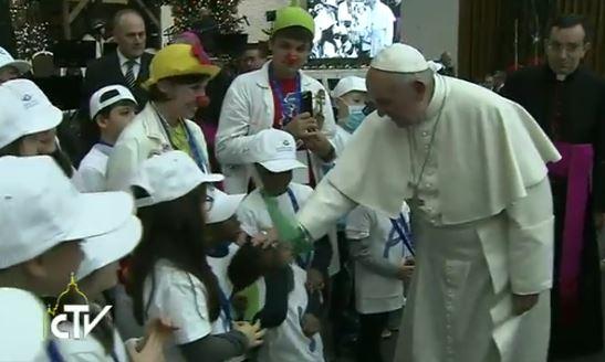 Le pape rencontre les enfants malades de l'hôpital Bambino Gesù, capture CTV